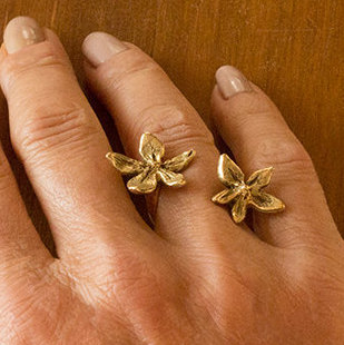 18k gold flower power between the finger ring-Natalie Barat Design