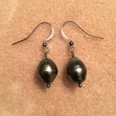Tahitian Pearl earrings with gunmetal ear post