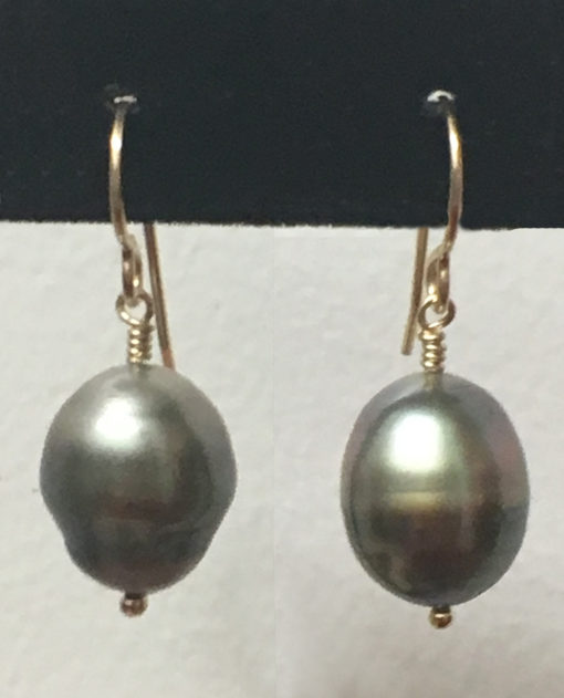 Tahitian Pearl earring with gold plated post