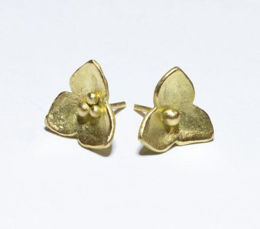 odd pair 18K gold stud earrings