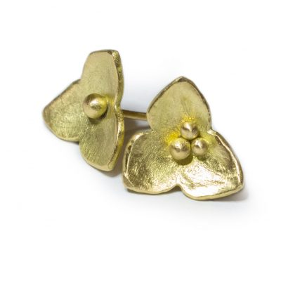 odd pair 18K gold stud earrings