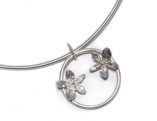 Flower power circle necklace