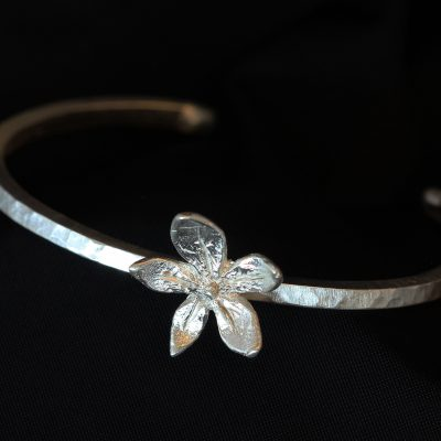 flower power silver bangle
