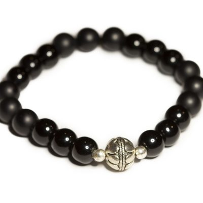 Shiny and mat onyx stones and silver decorative ball bracelet