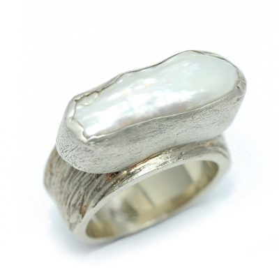 Mother of pearl textured ring